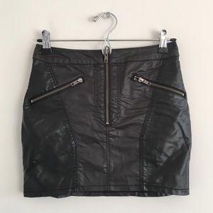 🆕 H&M Vegan Leather Moto Mini Skirt Size 6